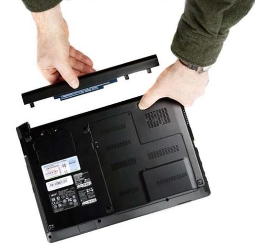 thao-pin-khong-tot-cho-laptop